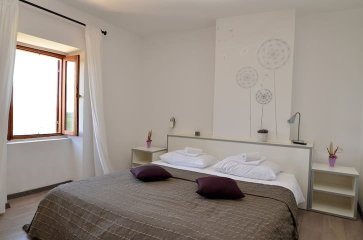 Villa Borgo B&B room with panoramic view - Unit 1 - Motovun - Bed & Breakfast