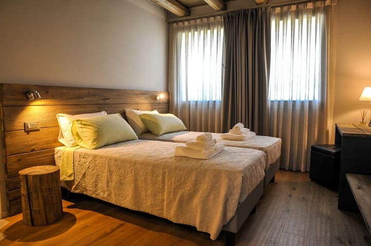 CORNELIA Romantic Suite | Garda Lake and Venice