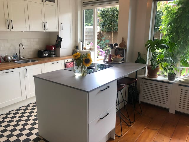 Cozy near city center (2-4 pers.); free parking