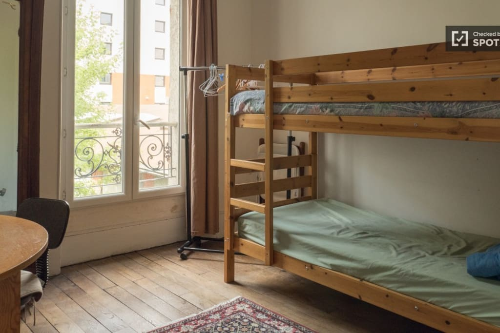 other room face to the garden with 2 bunk bed