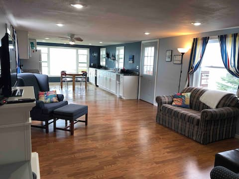 LAKEFRONT HOME - Perfect for Fishing! Sleeps 6