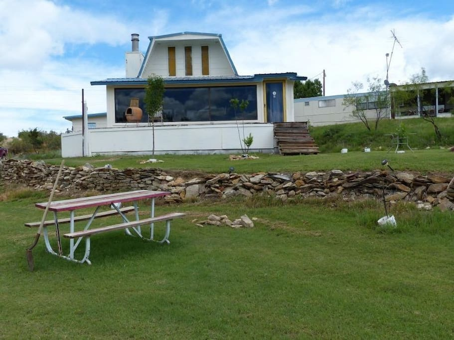 picnic area - front yard