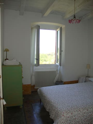 Seconda camera doppia con letto matrimoniale (160 x 200 cm) formato da due letti singoli