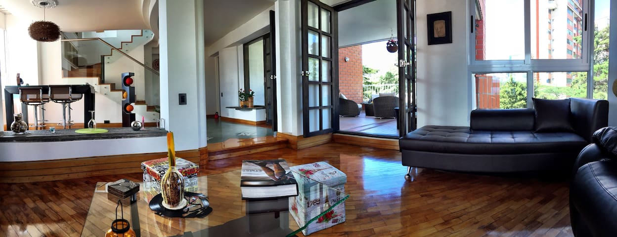 Medellin Penthouse with 360 Panoramic Views - Medellín - อพาร์ทเมนท์