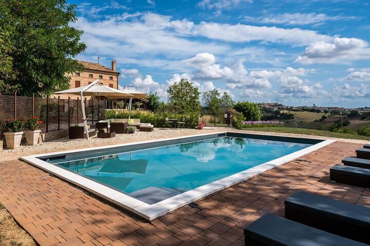 Luxe bed and breakfast met zwembad Marche Italië
