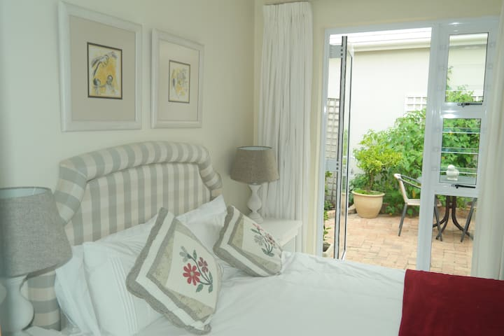 Comfortable seaside en-suite double room
