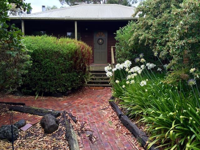 Charming Beach cottage in Somers - Somers - House