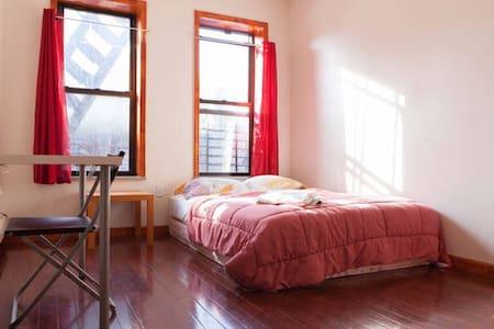 Private room in Sunnyside - 46th st - Woodside