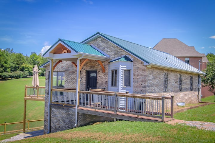 Charming 4 bedroom home on Tims Ford Lake!