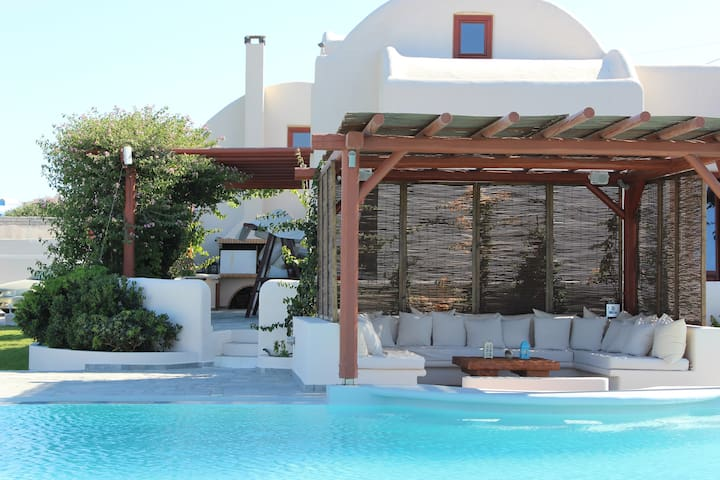 7 Bedroom Luxury Villa- Private Pool and Sea View