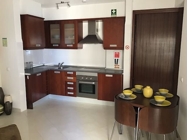 1bed apt 50m from the beach