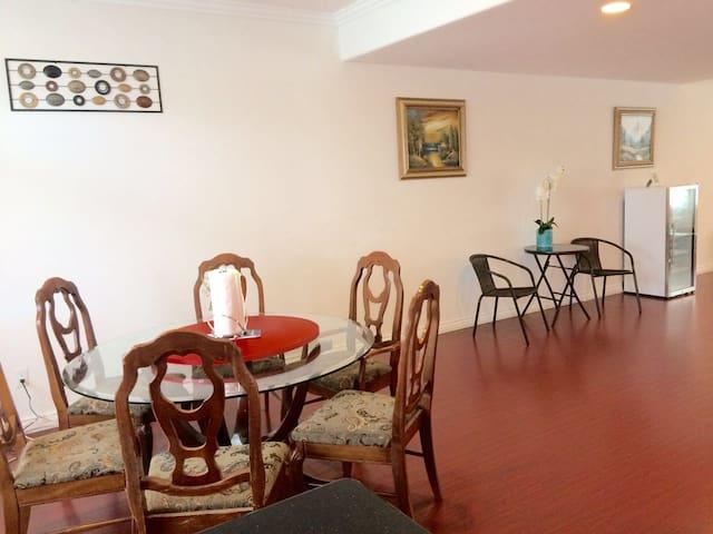 阿凯迪亚2房2Q床1.5浴住4人高级旁华公寓房游每天共$119适家结伴 - Arcadia - Appartement