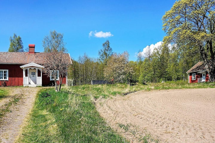 10 person holiday home in MARIESTAD