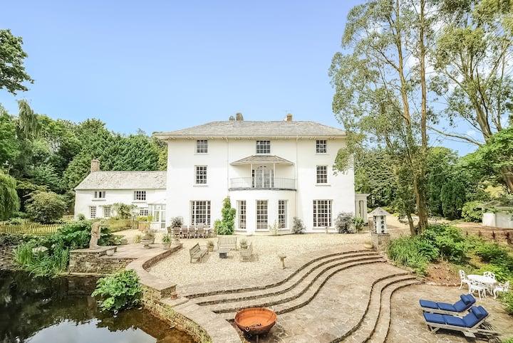 Corffe House, slps 20, cinema room and indoor pool
