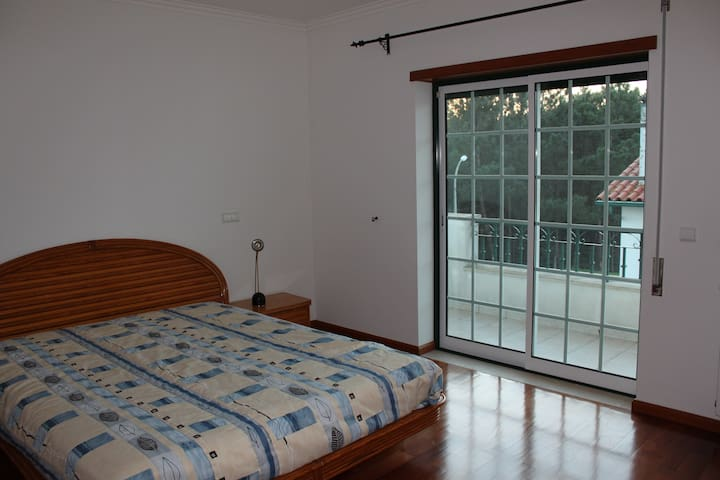 Private bedroom&quiet zone -15 minutes from Fátima - Leiria - House