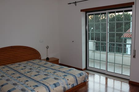 Private bedroom&quiet zone -15 minutes from Fátima - Лейрия