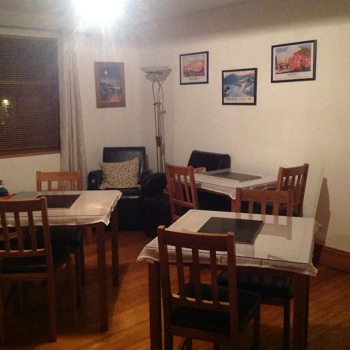 Breakfast room & guest lounge