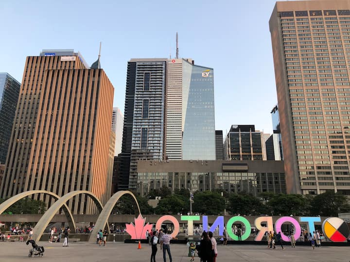 Downtown Toronto Adelaide & Bay. Min stay 28days