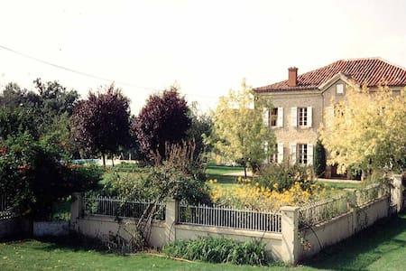 Chambre d'hôte de charme en pleine nature - Laujuzan - Oda + Kahvaltı