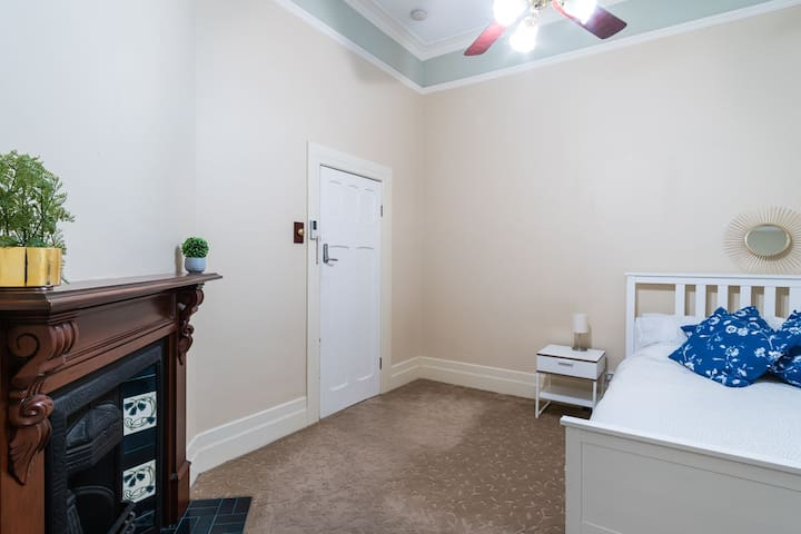 Luxurious room with ensuite | 15 mins into CBD