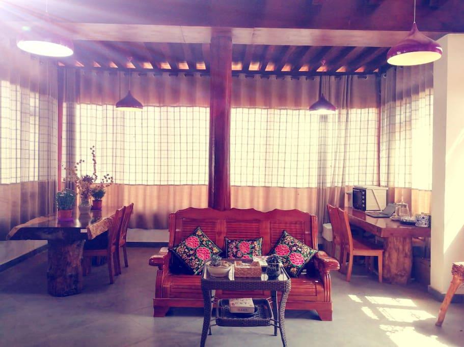 宽大的客厅