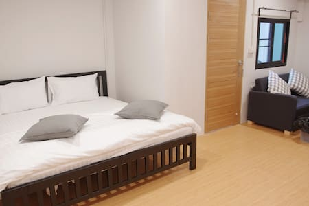 Double Room with Private Bathroom opp. BNH #101 - Bangkok
