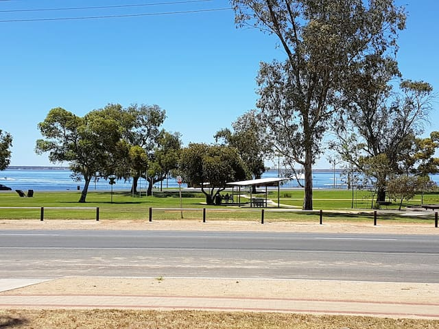 Barmera Lake Bonney - Relax, Recharge and Play