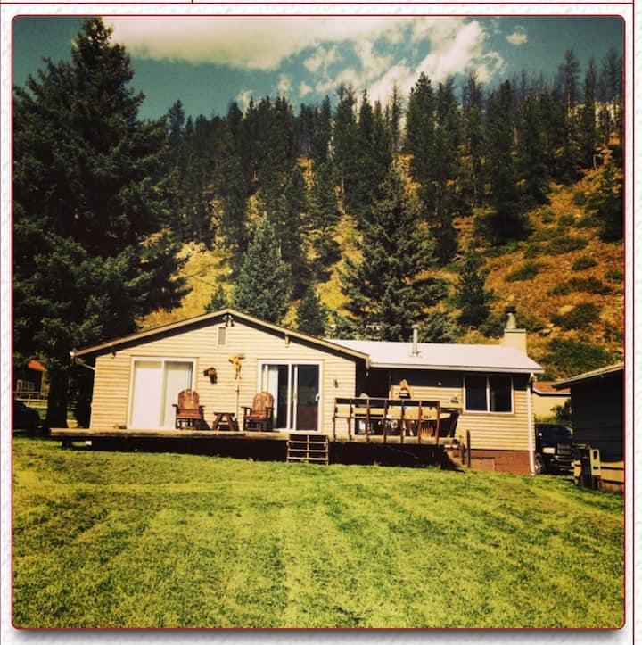 Cozy Rochford Cabin--Creekside!