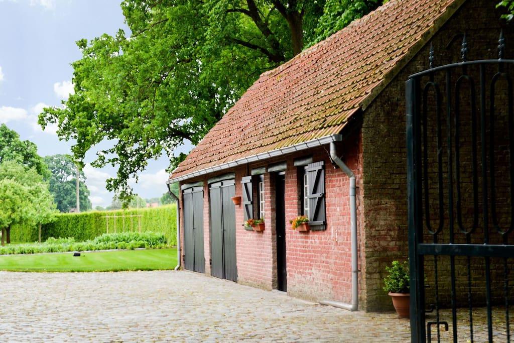 Attraktiver bauernhof mit gro em garten auf der r ckseite - Bauernhof garten ...