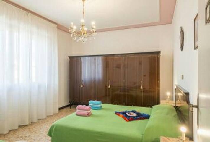 Swarovsky room colline toscane. B&B i Geranii