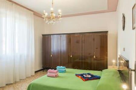 Quiete circondata dal verde toscano. B&B i Geranii - Vione - Bed & Breakfast