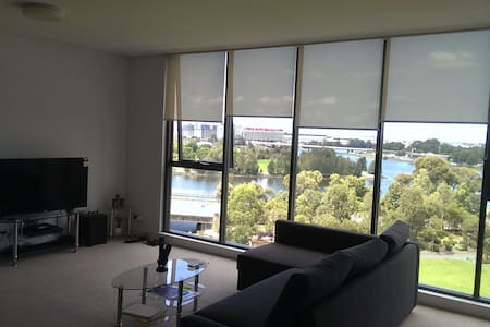 Water and Flight view modern Living!!! - Wolli Creek - Leilighet