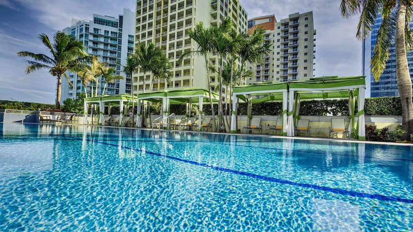 ★ Conrad Hilton SPECTACULAR 5star Condo Floor 33 ✈