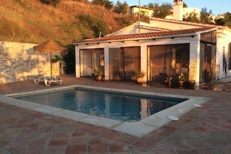 La Estrella, a home away from home - Villa