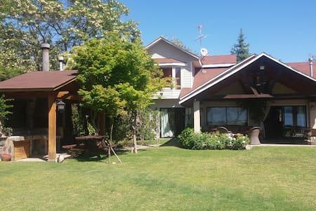 Acogedora casa a orilla del Lago Rapel - El Manzano - Casa