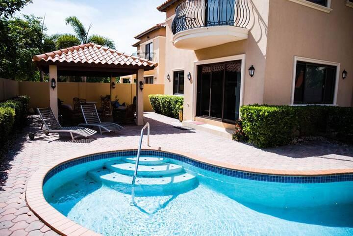 Gold Coast Premium Condo with private pool