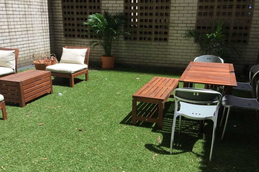 Fully private garden with dining table and seating area