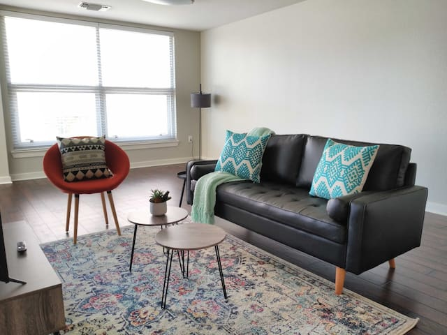 Upscale 2BR Close to Downtown