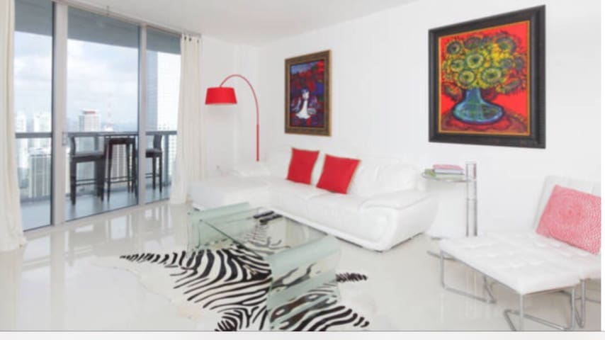 Bright Modern Apartment in the Heart of Brickell