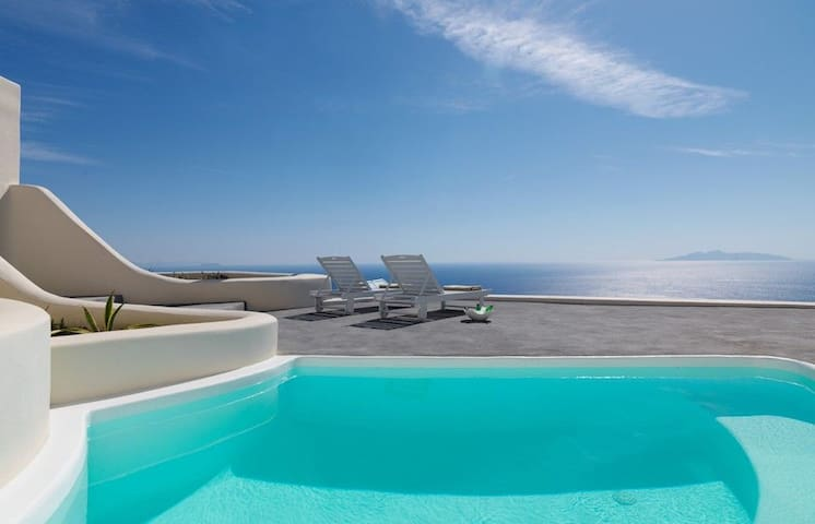 GRDOMSAN401-1 Two Bdrm Villa with Private Pool