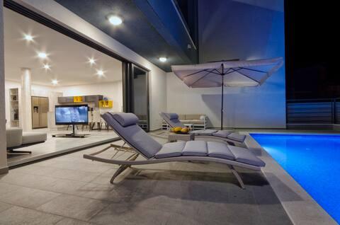 Ferienhaus Nina, mit beheizten Pool , Dachterrasse