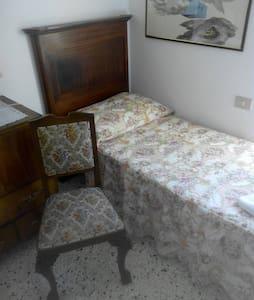B&B il nido della poiana(camera con 2 lettini ) - Caprarola - Lägenhet