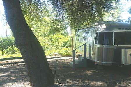 Silver Belle Airstream Motor Lodge