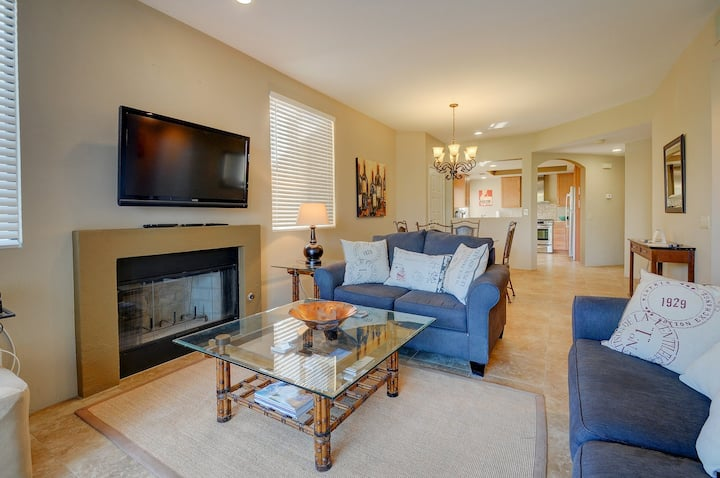 Newly remodeled country club condo w/shared pool & hot tub