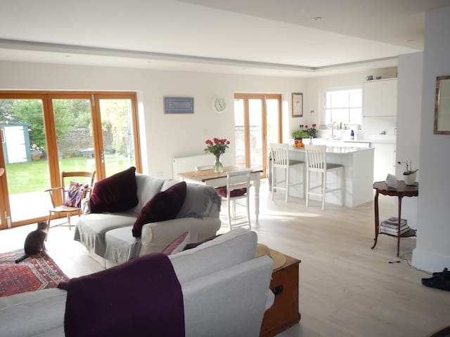 Bright and spacious apartment by the sea - Hove - Appartement
