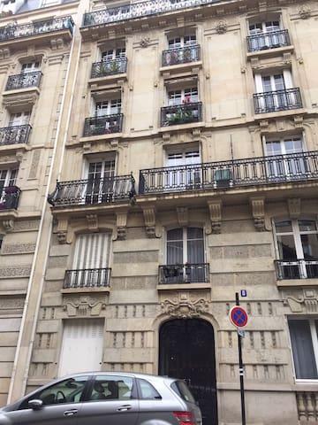 APARTMENT HEART OF PARIS