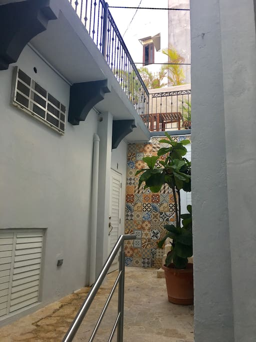PRIVATE ENTRANCE TO ROOM