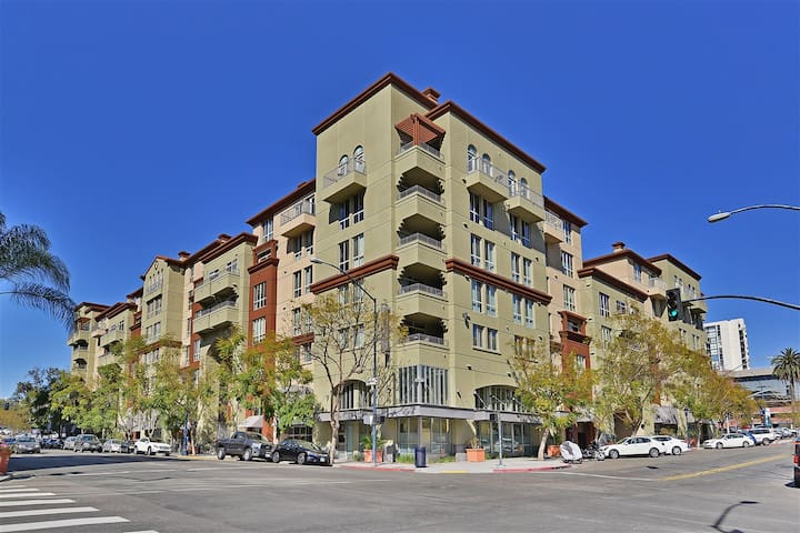 Perfect Location in Little Italy, Downtown SD