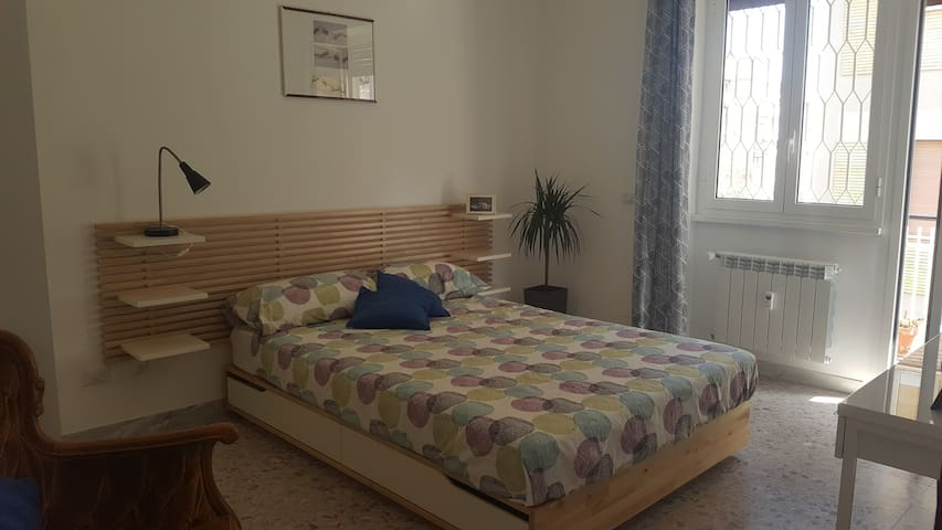 Bright room with terrace near Trastevere