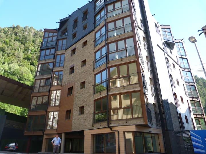 Новая квартира + частный гараж, 400 м от Funicamp